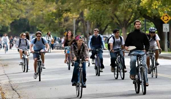 people riding bicycles ijp3obnfo e1478433514135
